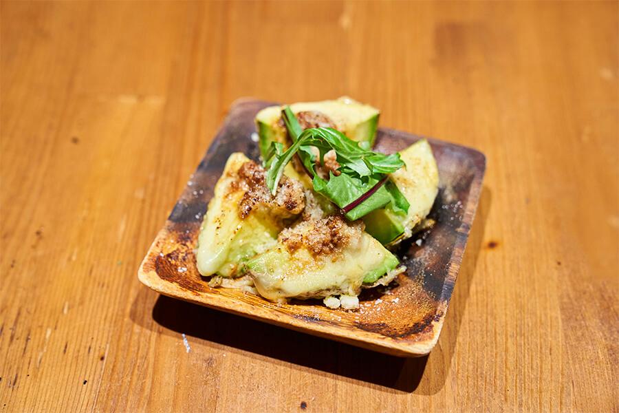 アボカドそぼろチーズ焼き(アボチー)