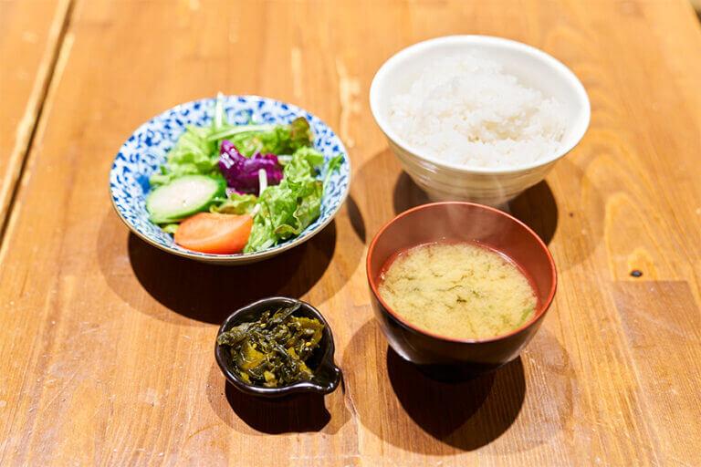お一人様専用定食セット(サラダ・ご飯・漬物・みそ汁)